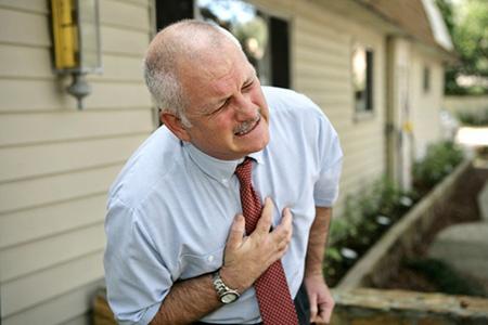 Тошнит и сердце болит